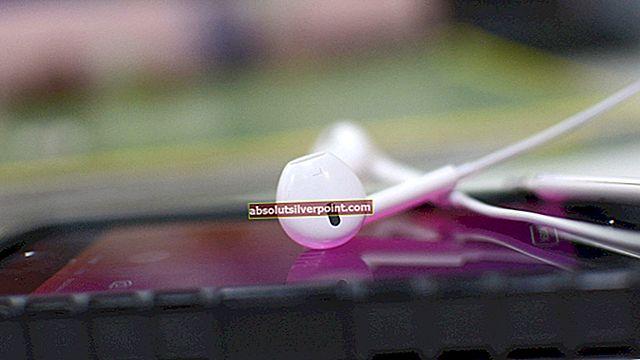 Oprava: Sluchátka iPhone se sluchátky přehrávají pouze jednu stranu