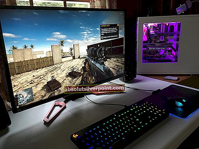 Ako presunúť hru na celú obrazovku na druhý monitor